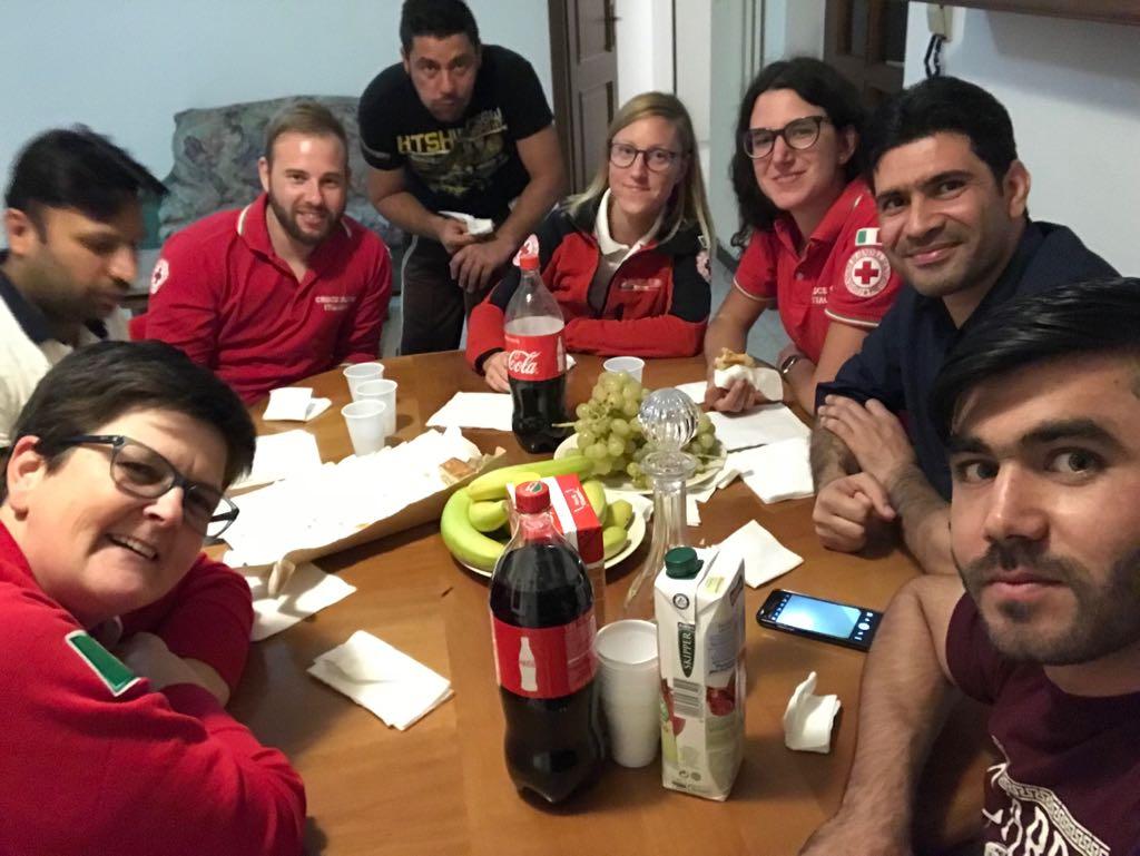 Aggiungi un posto a tavola croce rossa italiana gruppo - Aggiungi un posto a tavola 2017 ...